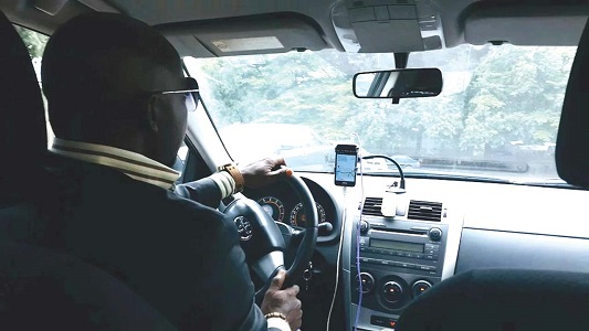 Digital taxi drivers demand cancellation fee