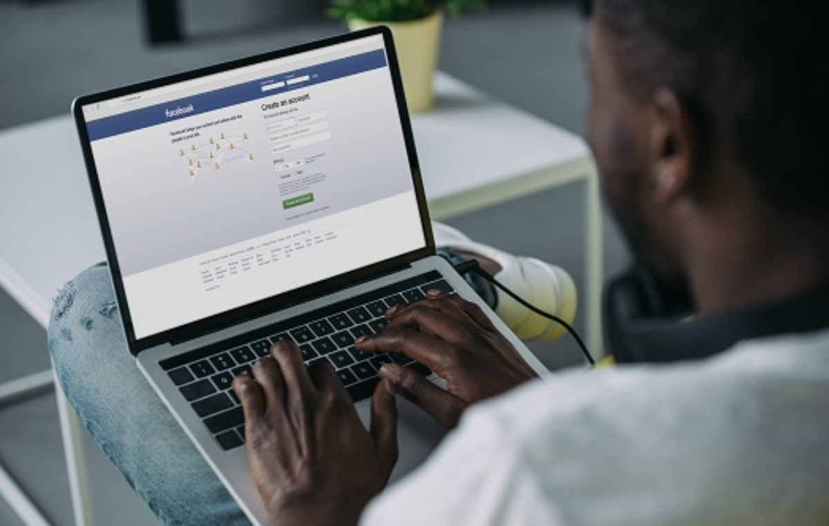 Facebook moves to circle Africa with underwater internet cable